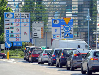 Kuddelmuddel: So beschreibt ein Sprecher eines Autoclubs die zuweilen unterschiedlichen Verkehrsregeln in der EU. Autofahrer sollten sich vor Reiseantritt daher genau informieren. Foto: Bernd Settnik