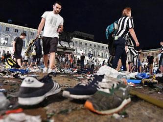 Bei einer Panik auf dem zentralen Platz San Carlo in Turin wurden über 600 Juve-Fans verletzt. Foto: Alessandro Di Marco
