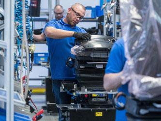 Produktion beim Autozulieferer Grammer im bayerischen Kümmersbruck. Foto: Armin Weigel