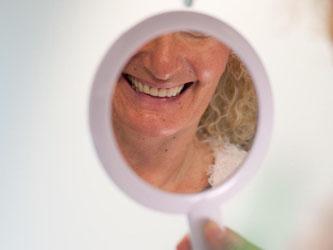 Zahnersatz ist teuer. Wer Wert auf hochwertige Behandlungen legt, sollte über eine Zusatzversicherung nachdenken. Foto: Klaus-Dietmar Gabbert