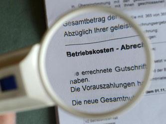 Betriebskosten müssen nach zwölf Monaten abgerechnet sein - nur in Ausnahmefällen lässt das BGH-Urteil längere Fristen zu. Foto: Jens Kalaene