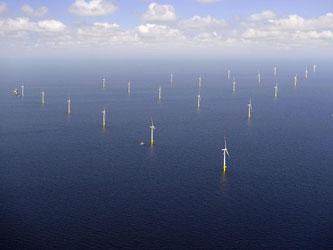 EnBW-Windpark in der Ostsee. Die schwarz-rote Regierungskoalition hat den bis 2020 geplanten Ausbau der Windenergie auf dem Meer verlangsamt. Foto: Matthias Ibeler/EnBW/Archiv