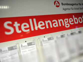 Stellenangebote in Berlin: In knapp vier Fünfteln aller Branchen liegt die Nachfrage nach Arbeitskräften inzwischen höher als vor einem Jahr. Foto: Paul Zinken