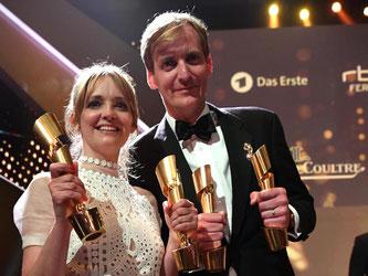 Die Gewinner des Abends: Schauspielerin Laura Tonke und Regisseur Lars Kraume. Foto: Bernd von Jutrczenka