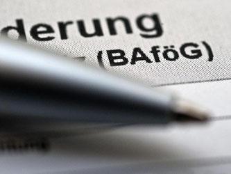 Einen Antrag auf BAföG sollten Förderberechtigte frühzeitig stellen, damit sie die Auszahlung auch pünktlich zum Semesterbeginn erhalten. Foto: Andrea Warnecke