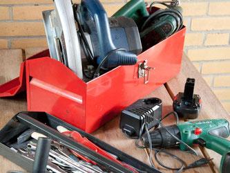 Wer nicht für jede Aufgabe ein Extra-Gerät verwenden möchte, schafft sich am besten ein Multi-Tool an. Der Vorteil: man kann in sehr engen Verhältnissen arbeiten, ohne sich dabei zu verletzen. Foto: Kai Remmers