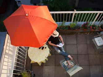 Auf die Plätze! Fertig? Aber bevor es los geht mit der Saison auf Balkon, braucht dieser ein bisschen Vorbereitung. Foto: Silvia Marks