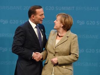 Der australische Premierminister Abbott und Bundeskanzlerin Merkel begrüßen sich beim G20-Gipfel. Foto: Lukas Coch