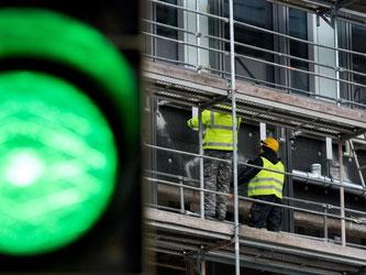 Laut Ökonomen profitiert der Arbeitsmarkt auch von der zunehmend robusteren Konjunktur. Foto: Julian Stratenschulte