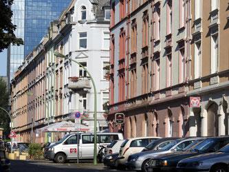 Blick auf eine Häuserzeile im Nordend von Frankfurt am Main. Foto: Frank Rumpenhorst