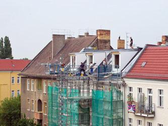 Im Dachgeschoss kann zusätzliche Wohnfläche entstehen. Der Ausbau eines Rohlings birgt aber viele Fallen. Foto: Soeren Stache/dpa/dpa-tmn