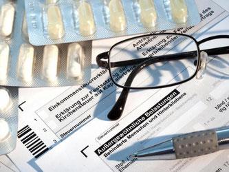 Gesundheitsausgaben können unter dem Punkt «Außergewöhnliche Belastungen» geltend gemacht werden. Doch das Finanzamt kann die Aufwendungen auch als zumutbar ansehen. Foto: Kai Remmers