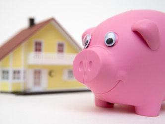 Immobilienbesitzer sollten bei der Tilgung des Kredits am Ende des Jahres noch mal etwas nachlegen. Denn so sparen sie Zinsen in Höhe des Effektivzins. Foto: Andrea Warnecke
