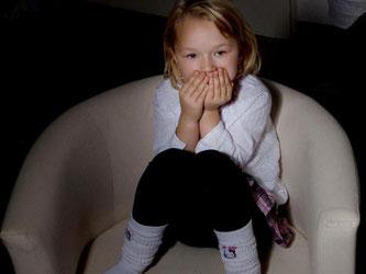 Kleine Kinder nicht überfordern. Sie können zu heftigen Bildern in den Nachrichten noch keine Distanz aufbauen. Foto: Silvia Marks