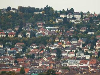 Blick auf Wohnhäuser in Stuttgart. Foto: Silas Stein/Archiv
