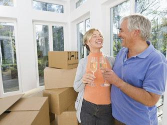 Eine eigene Immobilie kaufen oder altersgerecht umbauen? Für über 60-Jährige ist es gar nicht so einfach, dafür einen Kredit zu bekommen. Foto: Westend61/Michael Reusse