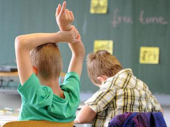 Fünftklässler an einem Gymnasium: Eine neue internationale Studie vergleicht Bildungssysteme. Foto: Daniel Bockwoldt/Archiv