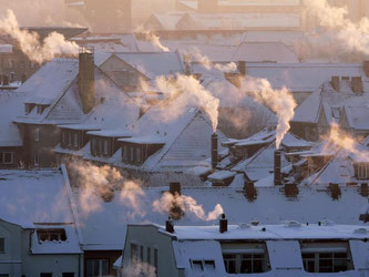 Draußen die kalte Schneedecke, drinnen arbeiten die Heizungen. Foto: Jan Woitas