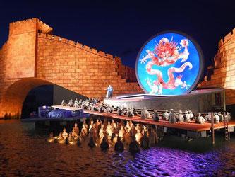 Auf der Seebühne wird bis zum 23. August die Puccini-Oper «Turandot» gezeigt. Foto: F. Kästle/Archiv