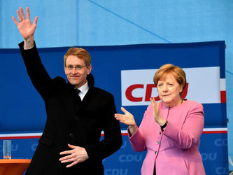 Daniel Günther und Angela Merkel in Eckernförde. Foto: Carsten Rehder