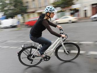 Auf Geschwindigkeit und Leistung kommt es an: Fahrer von E-Bikes oder Pedelecs sollten ihren Versicherungsschutz überprüfen. Foto: Rainer Jensen