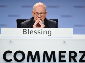 Blessing will nach 15 Jahren im Vorstand der Commerzbank «ein neues Kapitel im beruflichen Leben aufschlagen.» Foto: Arne Dedert/Archiv