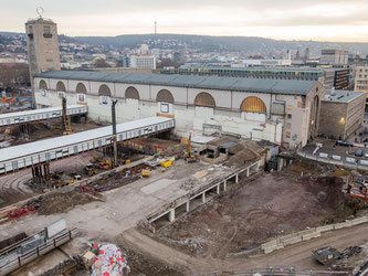 Bauarbeiten finden auf der Stuttgart-21-Baustelle statt. Foto: Christoph Schmidt/Archiv