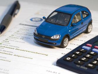 Bis Ende November müssen Autofahrer kündigen, um zum neuen Jahr mit einer günstigeren Kfz-Versicherung einen Vertrag zu schließen. Foto: Jens Schierenbeck