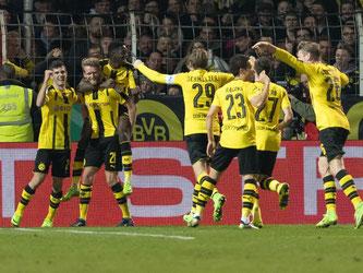 Die Dortmunder feierten einen glanzlosen Auswärtserfolg. Foto: Guido Kirchner