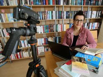 Andrea Koßmann liefert Buchkritiken auf Youtube. 2,5 Millionen Zuschauer haben sie sich bereits angesehen. Foto: Roland Weihrauch