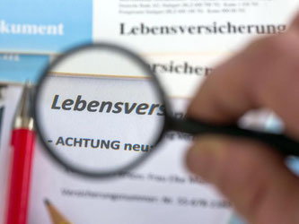 Verbraucher verzweifeln oft an der jährlichen Standmitteilung. Diese ist schwer lesbar. Foto: Jens Büttner/dpa-Zentralbild/dpa