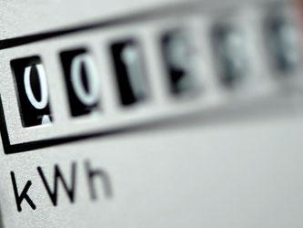 Strom wird unter anderem für viele Berliner und Hamburger teuerer. Foto: Ralf Hirschberger