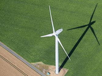 Der Ökostromabsatz in Deutschland sank im letzten Jahr nach Angaben der an der Umfrage beteiligten Unternehmen von 29,6 Milliarden Kilowattstunden 2013 auf 21,2 Milliarden Kilowattstunden. Foto: Julian Stratenschulte