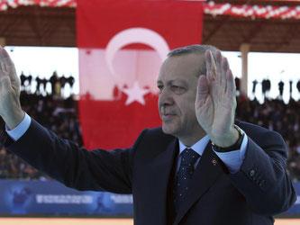 Trotz heftiger Proteste aus der EU zieht Erdogan immer wieder Nazi-Vergleiche. Foto: Kayhan Ozer