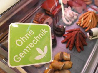 Fleisch ohne Gentechnik soll es künftig nicht nur in Bio-Supermärkten geben. Lidl etwa will nun auch gentechnikfreies Rindfleisch anbieten. Foto: David Ebener/dpa