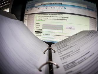 Es ist noch etwas Zeit: Bis 31. Mai muss die Steuererklärung beim Finanzamt sein. Foto: Frank Rumpenhorst