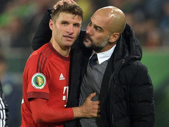 Der Plan von Bayern-Coach Pep Guardiola ging erneut auf, Thomas Müller traf gleich doppelt. Foto: Peter Steffen
