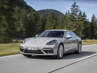 Der neue Porsche Panamera kostet mindestens 113 027 Euro. Foto: Porsche/Daniel Wollstein
