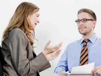 Das Jahresendgespräch ist für Mitarbeiter eine gute Möglichkeit, die eigenen Erfolge zu präsentieren. Klug ist, sich nicht erst zum Jahresende, sondern während des ganzen Arbeitsjahres zu notieren, was gut gelaufen ist. Foto: Monique Wüstenhagen
