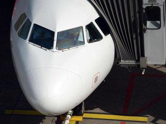 Erst wenn sich die Tür des Flugzeugs öffnet, ist es angekommen. Danach richtet sich die Bestimmung von Flugverspätungen. Foto: Caroline Seidel