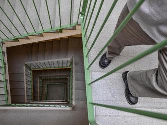 Ein 80 Jahre alter Mann konnte sich vor dem BGH nicht durchsetzen. Wegen einer Gehbehinderung wollte er ein Eigentümer-Haus mit einem Fahrstuhl nachrüsten lassen. Foto: Patrick Pleul