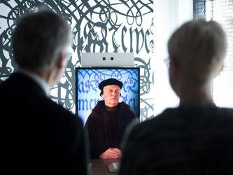"Besucher des Bibelmuseums ""bibliorama"". Foto: Daniel Naupold"