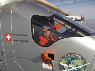 Pilot Bertrand Piccard im Cockpit der «Solar Impulse 2». Foto: Solar Impulse/Rezo