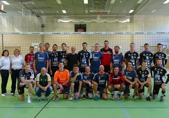 Gemeinsames Foto nach dem Pokalhalbfinale zwischen dem VC Eltmann und dem VC Passau II
