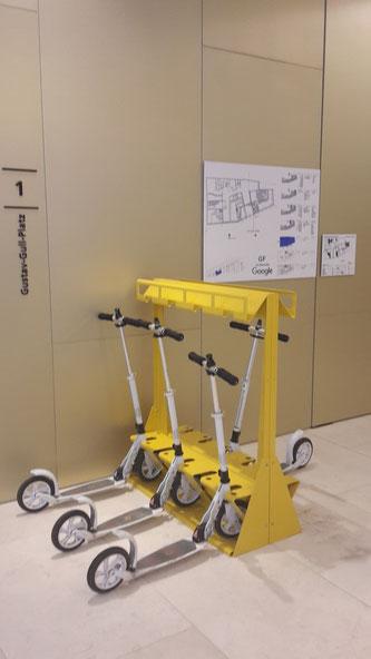 Roller für die Google Mitarbeiter, gesehen in Zürich. Bild: Peggy Wandel