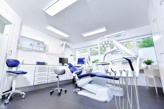 Effektives und sanftes Zahn-Bleaching gibt es in der Zahnarztpraxis M. Schreckhaas und Kollegen