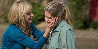 La famille Bélier, film de Eric Lartigau (sorti le 7 novembre 2014). Karine Viard (Gigi Bélier) et Louane Emera (Paula Bélier)