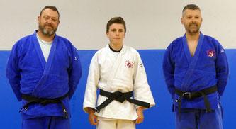 Max THIEBAUT, entouré de nos professeurs Jean-François TIJOU à gauche et David MANDIN à droite.