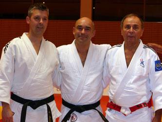Alain entouré par ses deux professeurs, David Mandin et Marcel Eriaud