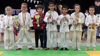 Les jeunes représentants des 5 clubs récompensés.